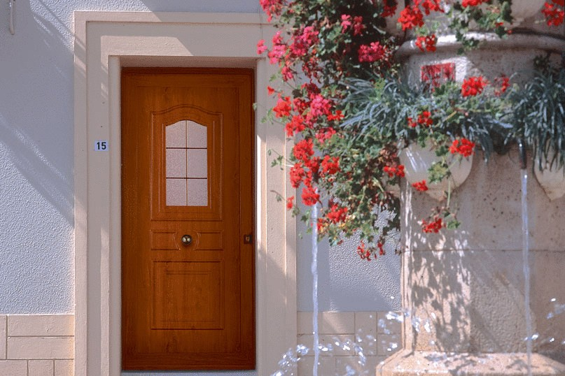 Immoweb menuiserie ext rieure les portes d entr e de a z faites le bon choix - Porte exterieure lapeyre ...