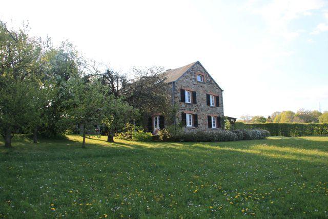 Grande maison de vacances en ardennes pour 8 12 for Assurance maison belgique