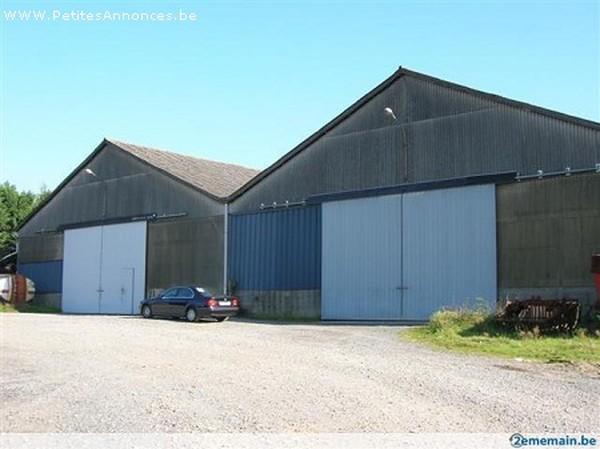 Immeuble industriel àlouer à Estinnesau prix de450 € -(2567047)