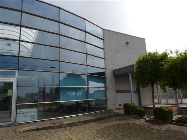 Immeuble de bureauxde 3 façadesà louer àVisé au prixde 600 €- (3565192)
