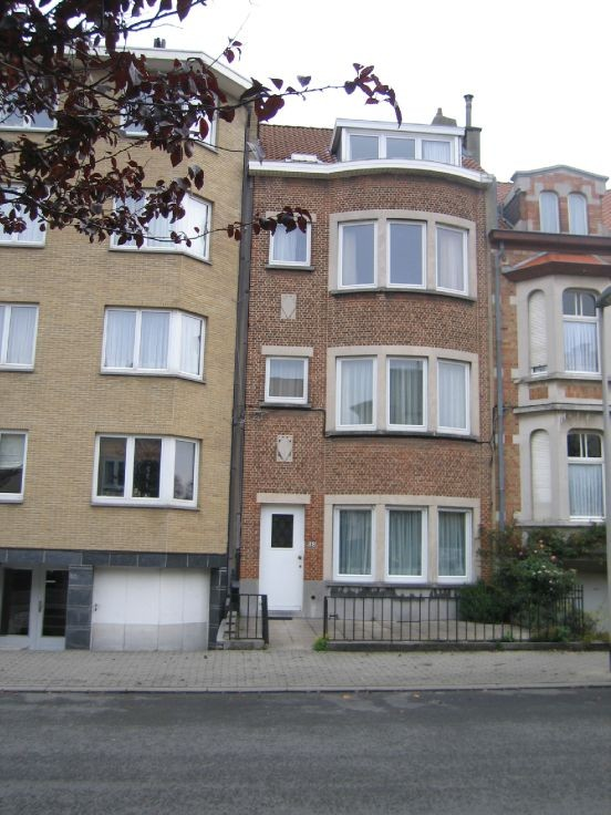 Rez-de-chaussée de 2façades à louerà Woluwe-St-Lambert auprix de 730€ - (4047351)