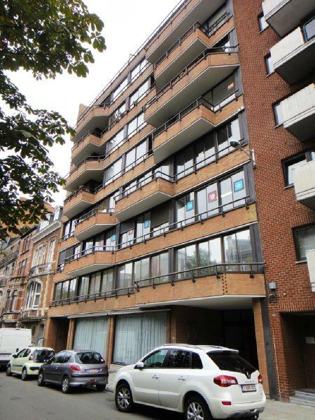 Immeuble de bureauxte huur teCharleroi voor 5.760€ - (4103679)