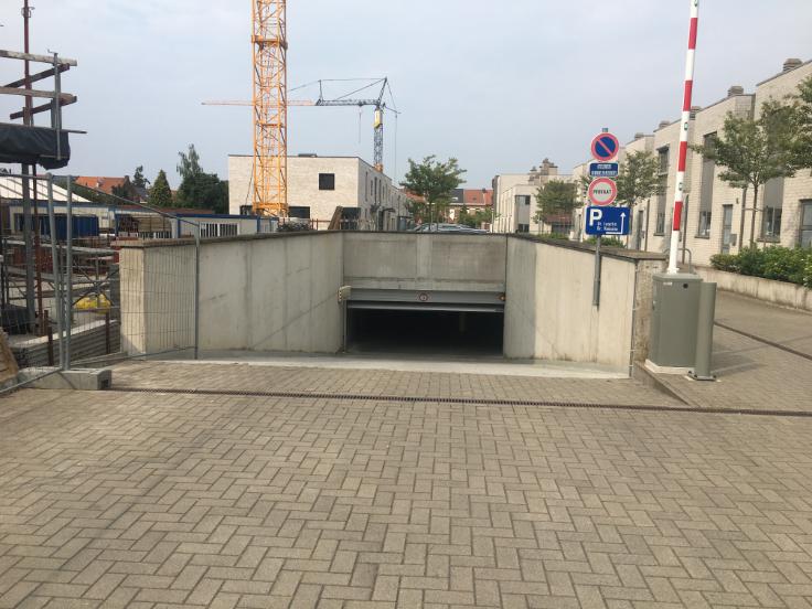 Emplacement intérieur àlouer à Louvainau prix de70 € -(4240667)