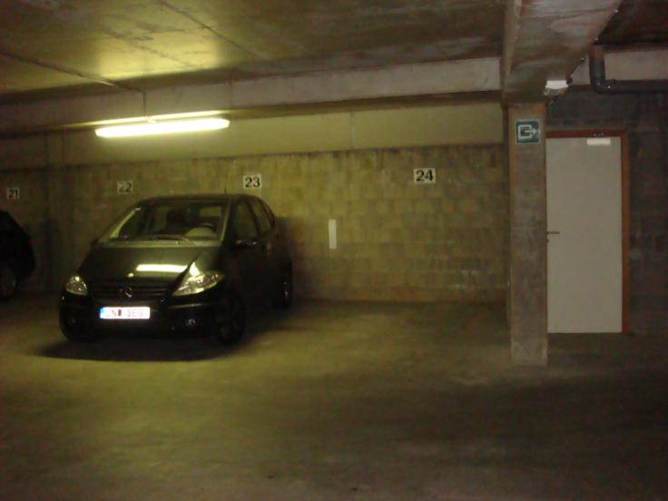 Emplacement intérieur àlouer à Etterbeekau prix de120 € -(4284476)