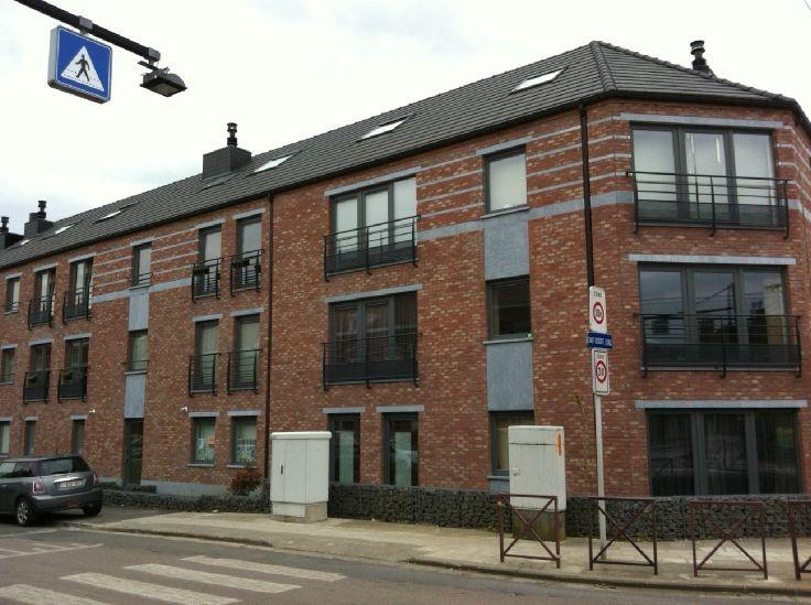 Appartement 1 ch avec jardin prive et garage securise for Louer un garage prix