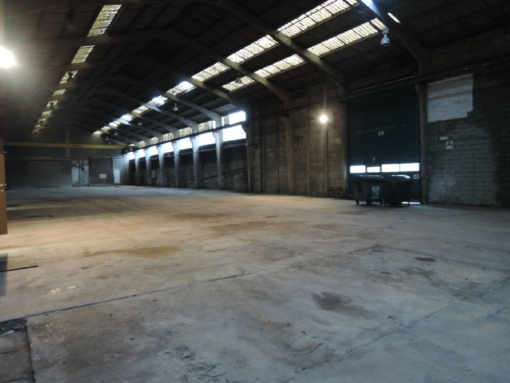 Immeuble industriel àlouer à Basèclesau prix de19.800 € -(5120170)