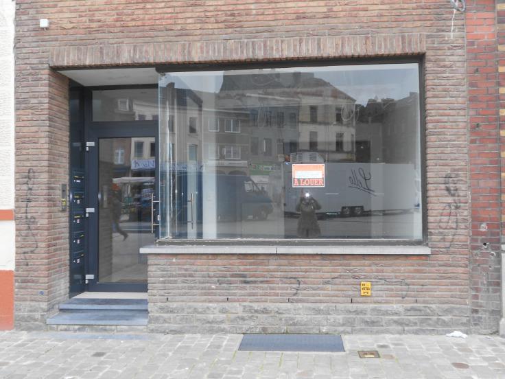 Immeuble mixte van1 gevel tehuur te Charleroivoor 12.000 €- (5229288)