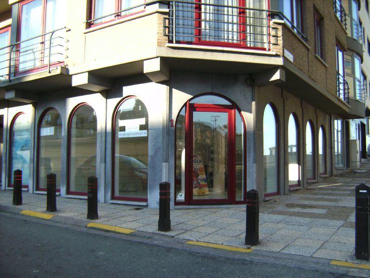 Commerce van 2gevels te huurte De Haanvoor 10.200 €- (5310861)