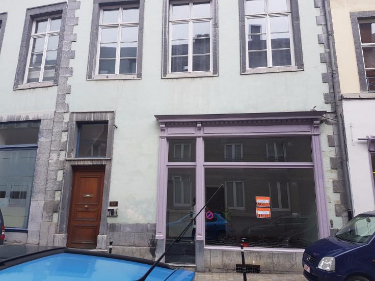 Commerce de 1façade à louerà Namur auprix de 10.800€ - (5357801)