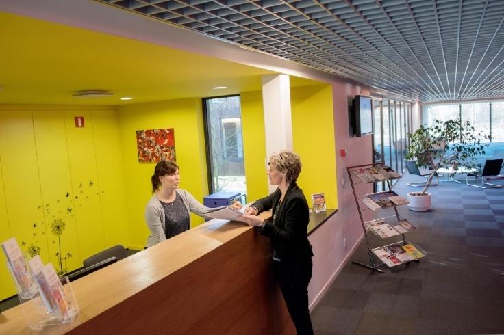 Bureaux de 4façades à louerà Enghien auprix de 1.800€ - (5610489)