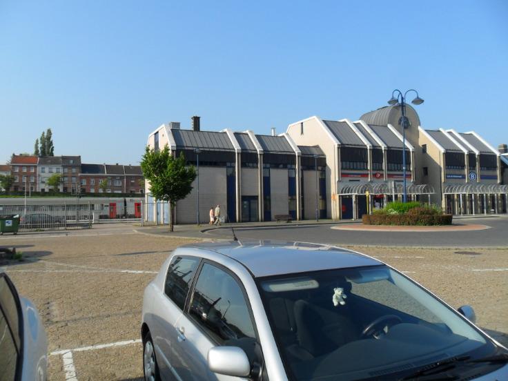 Immeuble de bureauxde 3 façadesà louer àWelkenraedt au prixde 12.000 €- (5691387)