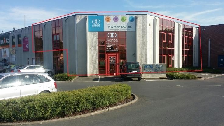 Immeuble commercial van2 gevels tehuur te Court-St-Etiennevoor 46.800 €- (5870037)