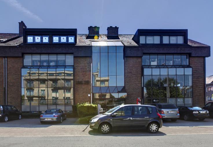 Bureaux de 2façades à louerà Strombeek-Bever auprix de 15.000€ - (5910980)
