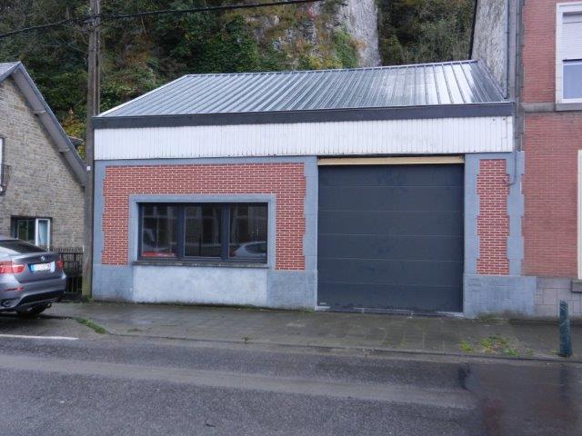 Entrepôt de 3façades à louerà Comblain-au-Pont auprix de 9.600€ - (6199681)