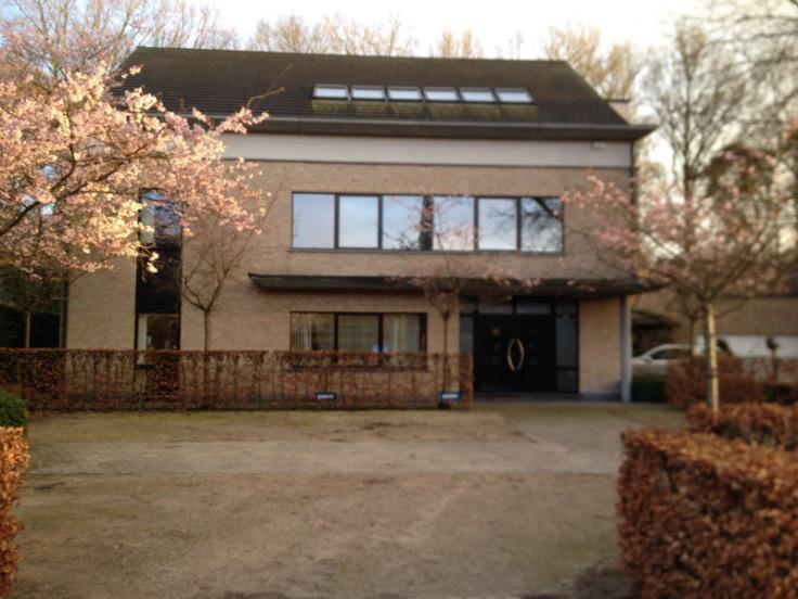 Immeuble de bureauxvan 1 gevelte huur teWijnegem voor 13.800€ - (6206232)