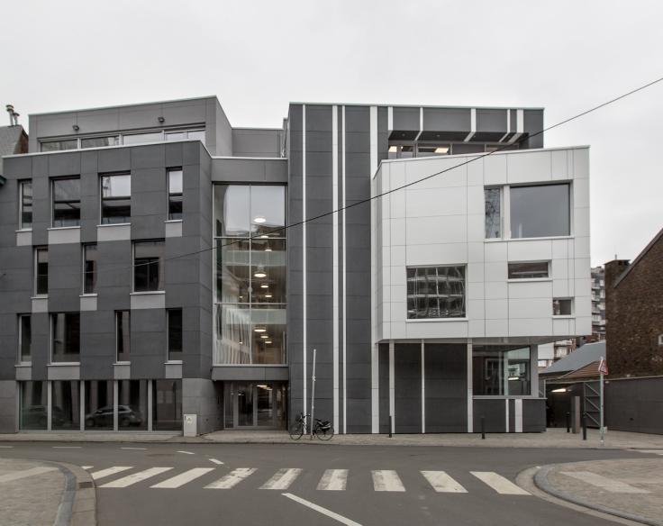 Immeuble de bureauxde 3 façadesà louer àLiège au prixde 21.600 €- (6225373)