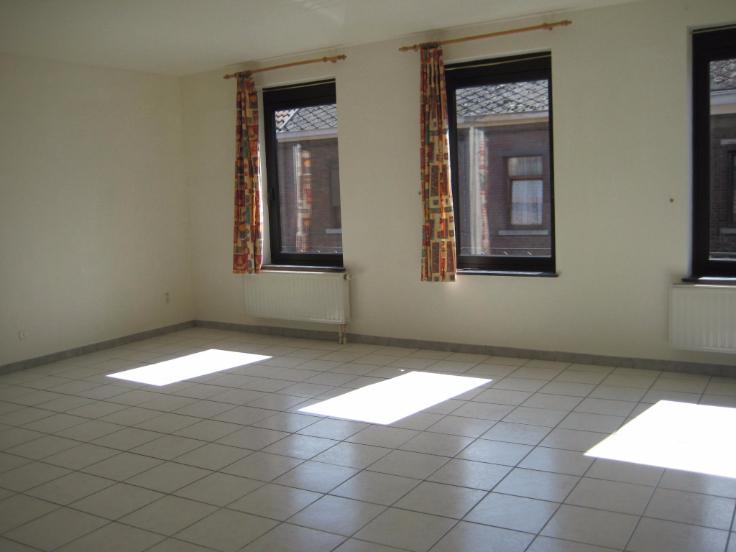 Appartement de 2façades à louerà Manage auprix de 680€ - (6500847)