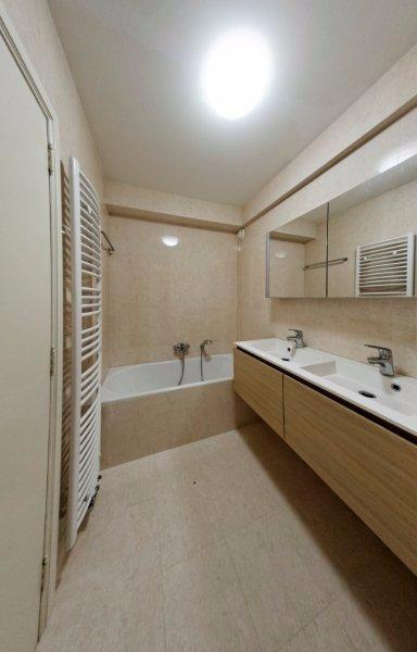 Appartement de 2façades à louerà Bruxelles-Quartier Louiseau prix de2.050 € -(6562983)