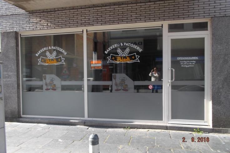 Commerce de 2façades à louerà Maaseik auprix de 9.600€ - (6582923)