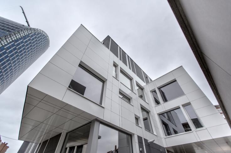 Bureaux de 3façades à louerà Liège auprix de 12.000€ - (6584552)