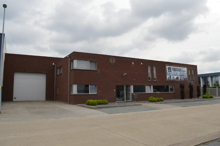 Immeuble mixte de4 façades àlouer à Balenau prix de10.800 € -(6591481)