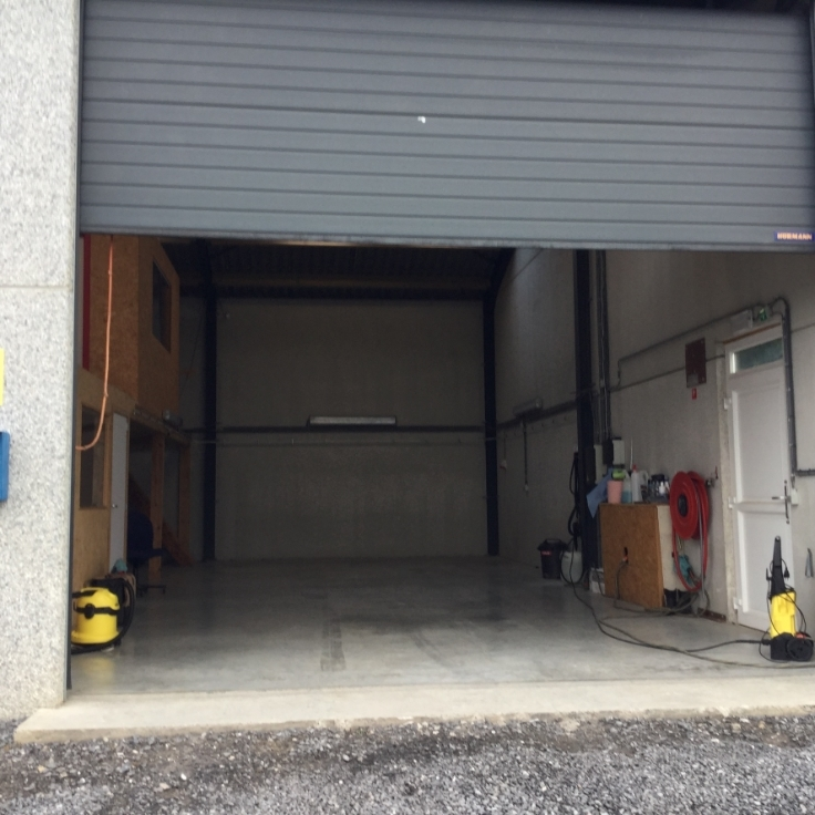 Garage louer namur province for Garage securise a louer