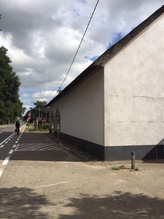 Bureaux à louerà Malle auprix de 18.000€ - (6617639)