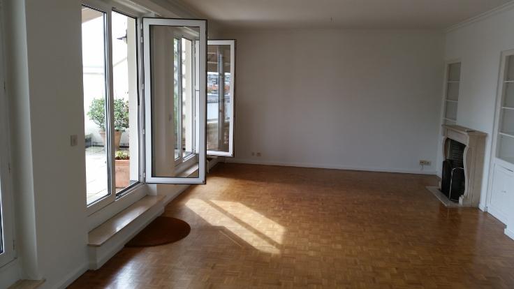 Penthouse de 2façades à louerà St-Gilles auprix de 1.000€ - (6619448)