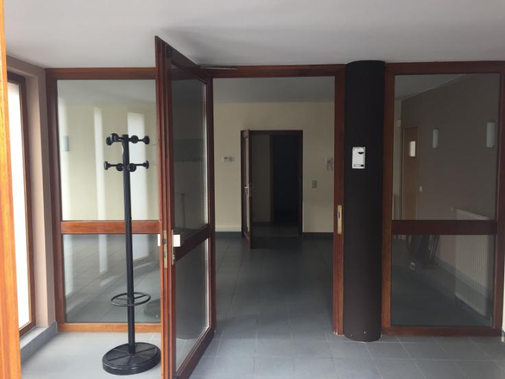 Immeuble mixte de3 façades àlouer à Genvalau prix de12.000 € -(6642629)