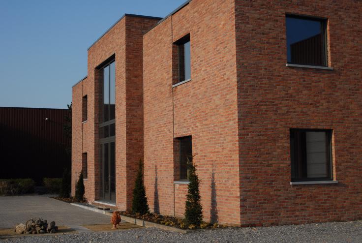 Immeuble de bureauxde 3 façadesà louer àHouthalen-Helchteren au prixde 9.000 €- (6663696)