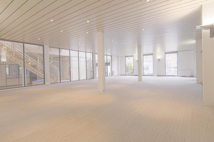 Immeuble de bureauxde 4 façadesà louer àGroot-Bijgaarden au prixde 135.000 €- (6667615)