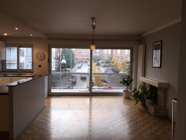 Appartement de 2façades à louerà Uccle auprix de 1.000€ - (6668424)