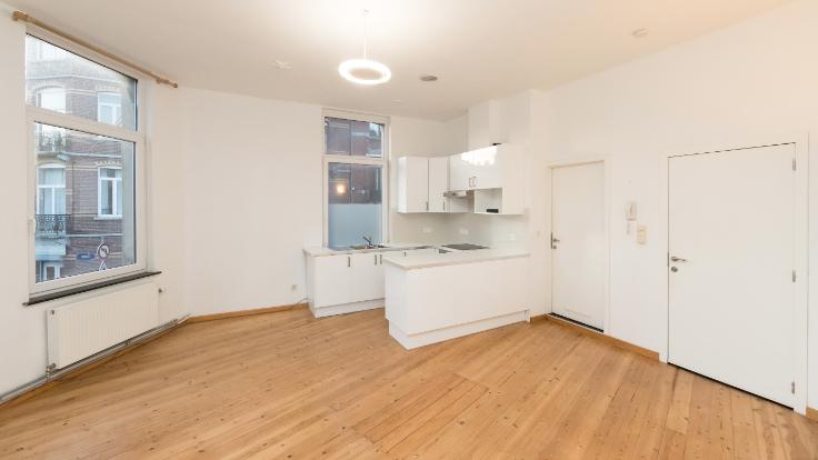 Appartement van 2gevels te huurte Uccle voor765 € -(6686785)