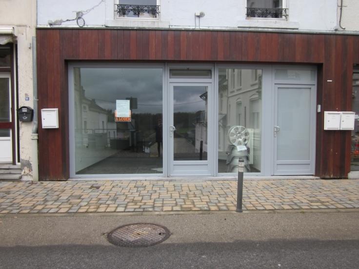 Immeuble commercial van2 gevels tehuur te Neufchâteauvoor 750 €- (6704692)