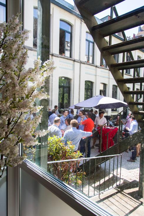 Immeuble commercial de2 façades àlouer à Anversau prix de14.040 € -(6708701)