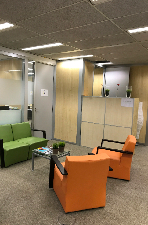 Bureaux de 4façades à louerà Evere auprix de 900€ - (6720293)