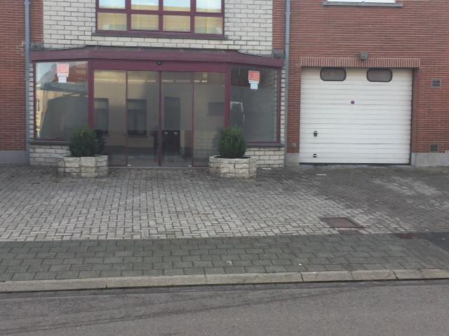 Immeuble commercial de2 façades àlouer à Wezembeek-Oppemau prix de36.000 € -(6727659)