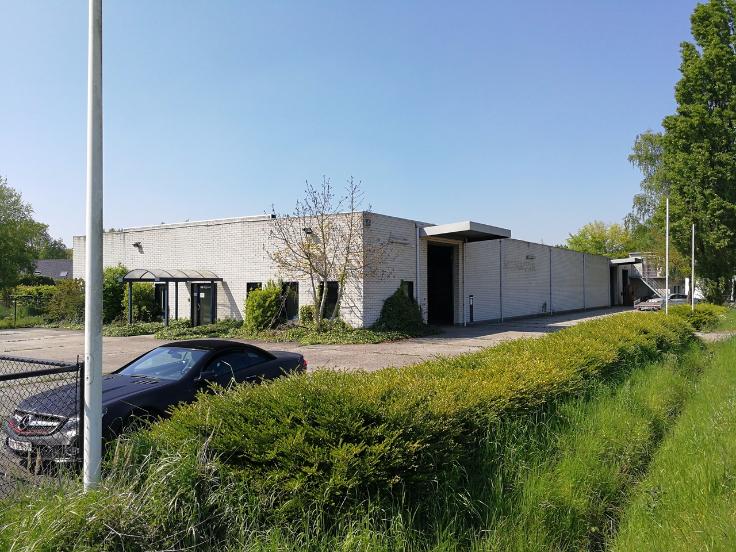 Industrieel gebouw van3 gevels tehuur te Emblemvoor 39.600 €- (6981567)