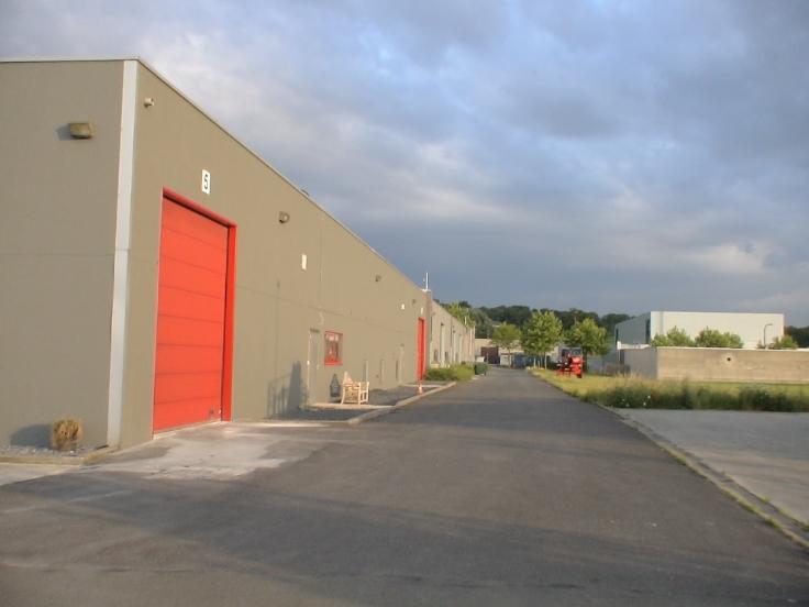 Industrieel gebouw with1 frontage forrent in Ronseau prix de9.600 € -(7008786)