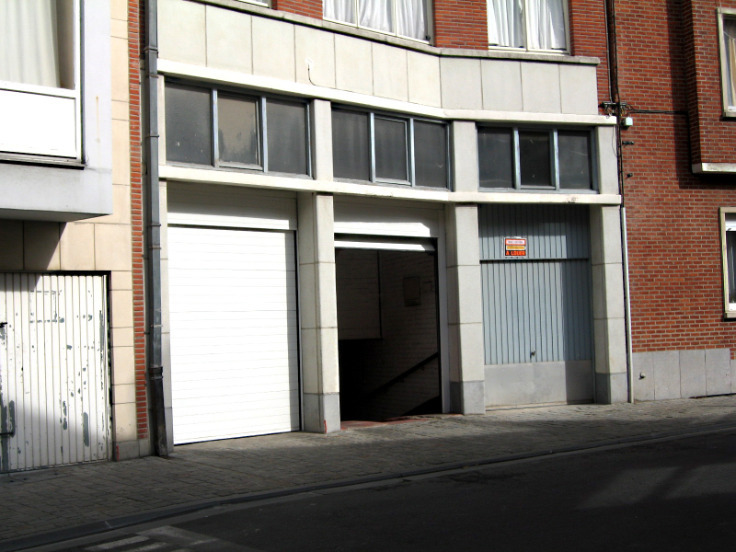 Garage louer etterbeek location cp 1040 for Garage interieur a louer
