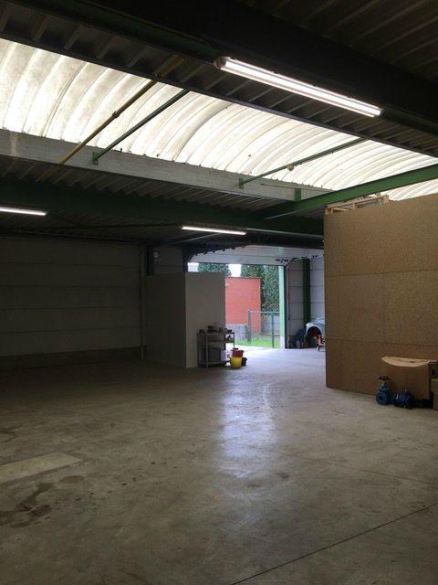 Industrieel gebouw with3 frontages forrent in Wijnegemau prix de8.400 € -(7084908)